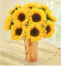 Sunflowers are probably one of my favorite flowers and this with the copper vase makes its even more cute